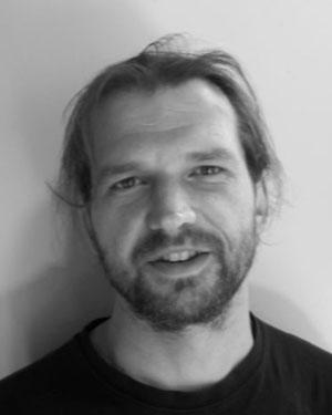 Christian Coustenoble, artisan ébéniste créateur de lampe à poser, pied de lampe et mobilier en bois