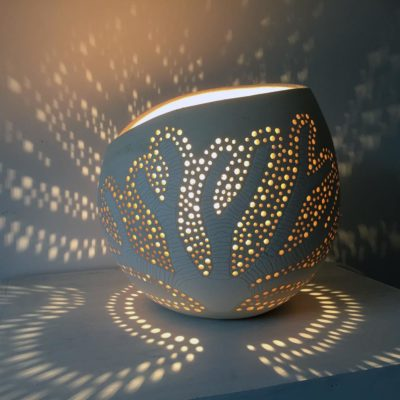 lampe à poser arbre de vie allumée