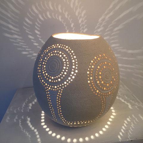 lampe à poser en céramique Tournesol allumée
