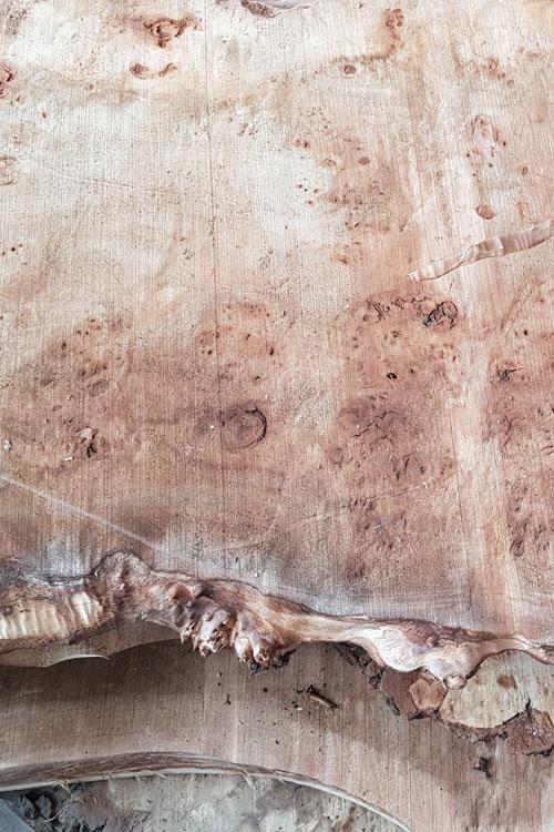 bois de loupe de peuplier pour une table basse