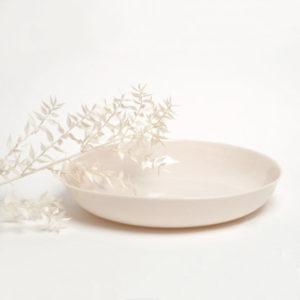 grand plat en porcelaine Inuit couleur poudre de riz